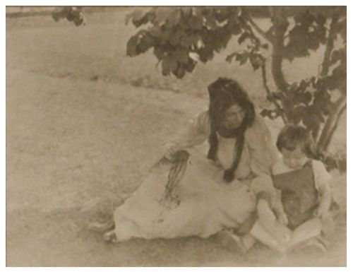 Gertrude Käsebier. The Picture Book. 1903. Photogravure. Henry Art Gallery, Joseph and Elaine Monsen Photography Collection, gift of Joseph and Elaine Monsen and The Boeing Company, 97.249.